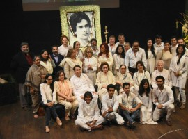 The Bollywood industry, which was shocked by the demise of legendary actor Shashi Kapoor, on Thursday held a prayer meet to pay him tributes. Guest paid their respects by lighting candles around a picture of Shashi Kapoor, who had died on Monday following long-standing ailments, and playing a montage of his popular film scenes on a screen.