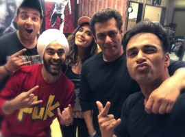 The Fukrey Returns team had a gala time on the set of Bigg Boss. Salman Khan not only congratulated the team for the initial collections and outstanding word of mouth, but also expressed his interest to watch 'Fukrey Returns'. Superstar Salman Khan danced to the tunes of the quirky and super popular song 'Tu Mera Bhai Nahi Hai' along with the Fukras.  Choocha aka Varun Sharma continued his Jugaad as he predicted that Bigg Boss will be successful as long as Salman Khan hosts the show. Also, his prediction says that he will continue to host all the forthcoming seasons of Bigg Boss 11.