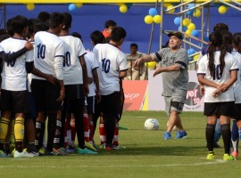 Argentine football legend Diego Maradona, who was supposed to play a 'Match for Unity on Tuesday against former India cricket captain Sourav Ganguly here, could not take the field due to tiredness and poor event management by the organisers. Ganguly, who took part in the 40-minute exhibition match, later regretted not being able to play with the 1986 World Cup winner adding Maradona also had a right hand injury which prevented him from taking to the greens.