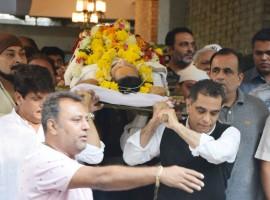 Neeraj Vora's funeral: Celebs like Abhishek Bachchan, Sunil Pal, Sushant Singh, Bunty Walia, Sajid Nadiadwala, Rohit Shetty, Rajpal Yadav and others pay last respects.