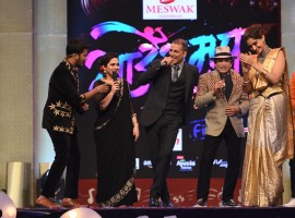 Akshay Kumar sings a Marathi song at the Zee Marathi Sa Re Ga Ma Grand Finale.