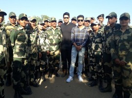 Over a four day long stay at the camp, team Aiyaary engaged with Army Jawaans extensively. From following their daily routine to cooking food at the canteen, team Aiyaary had a memorable stay with the Jawans.