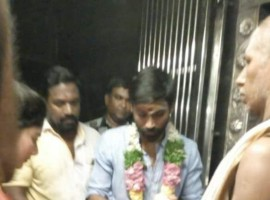 The lead pair Dhanush and Sai Pallavi are spotted at Nellaiyappar Temple, Tirunelveli. Comedian Robo Shankar also seen as Maari 2 starts rolling.