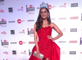 Miss world 2017 Manushi Chhillar takes red carpet by storm at Jio Filmfare Awards.