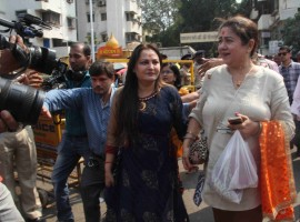 Jaya Prada visits Siddhivinayak temple in Mumbai on Jan 23, 2018.