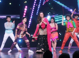 Rani Mukerji promotes her film 'Hichki' on the sets of Dance India Dance 6.