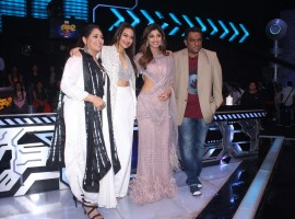Sonakshi Sinha poses with the Super Dancer judges Shilpa Shetty Kundra, Geeta Kapoor and filmmaker Anurag Basu.