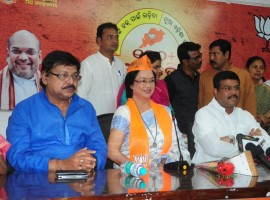 Veteran Odia actress Mahasweta Ray on Monday joined the opposition BJP in the presence of Union Petroleum Minister Dharmendra Pradhan here. Ray is one of the most acclaimed actors in the state and has worked in over 80 films in Odia and other languages.