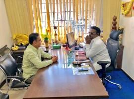 Ulaganayagan Kamal Haasan meets Captain Vijayakanth in Chennai.