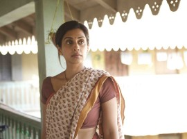 Actress Masumeh Makhija who will be next seen in Excel entertainment's 3 Storeys have gone deglam for the first time. As seen in the trailer showed us glimpses of Masumeh in two different avatars. One is wearing a Saree and the other is wearing salwar kameez.