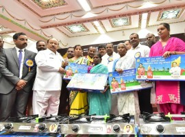 Karnataka CM Siddaramaiah distributes gas stoves to beneficiaries of Anila Bhagya Scheme at Vidhan Soudha in Bengaluru on Feb 20, 2018.