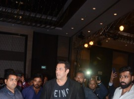 Salman Khan makes grand entry to TiE Global Summit in Mumbai.