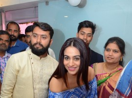 South Indian actress Aksha Pardasany launches Studio 11 salon.