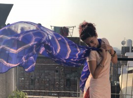 Taapsee Pannu, the powerhouse actress of Pink and Naam Shabana has been spotted looking like a complete 'Sohni Kudi' on the sets of Anurag Kashyap and Anand L Rai's much awaited Manmarziyaan. The actor took to social media to share a few of her looks and we cannot get enough of this avatar. Donning Juttis, a Patiala Salwar and a 100 watt smile, Taapsee's look has caught everyone's eye.
