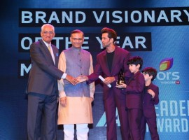 Hrithik Roshan Wins Big at IAA Leadership Awards