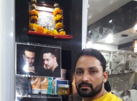 A Salon from Kishangarh (a small town in Rajasthan) has pictures and cutouts of Tiger in Baaghi 2's look posted on walls and it is captioned as Baaghi haircut. The salon has rated this haircut at 120 rs. Recently, this has been the scenario in a lot of small towns across India.