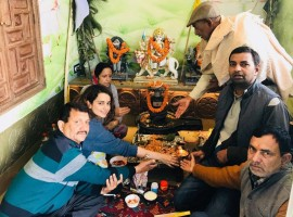 Actress Kangana Ranaut with her family during puja at their new residence in Manali on March 15, 2018.