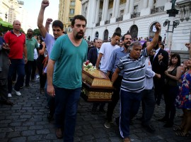 Brazil's presidential pre-candidate of the Socialism and Freedom Party (PSOL) Guilherme Boulos helps to carry the coffin of councilwoman Marielle Franco outside the Legislative Assembly in Rio de Janeiro.