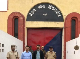 Pankaj Tripathi, a household name after performances in Bareily ki Barfi, Newton, Anaarkali ki Aara and Gangs on Wasseypur was seen spending time with the prisoners of the Gopalganj jail.