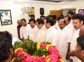 M. Natarajan (74), the husband of sidelined AIADMK leader V.K. Sasikala, died in a private hospital on Tuesday. According to a statement issued by Gleneagles Global Health City, Natarajan died at 1.35 a.m.