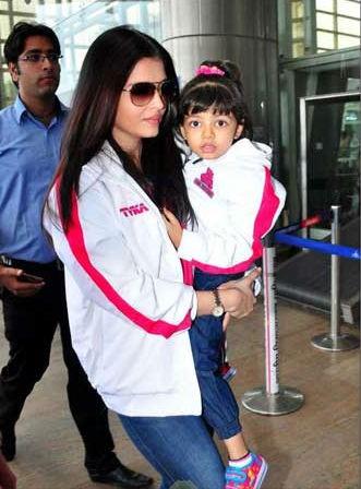Aishwarya Rai Bachchan with Aaradhya Bachchan at Jaipur Airport,Aishwarya Rai Bachchan with Aaradhya Bachchan,Aishwarya Rai Bachchan,Aaradhya Bachchan,actress Aishwarya Rai Bachchan,Aaradhya Bachchan at Jaipur Airport,Aishwarya Rai Bachchan at Jaipur Airp