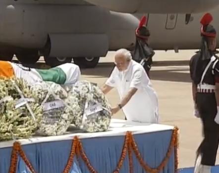 Narendra Modi pays his last respects to Dr APJ Abdul Kalam,Narendra Modi pays his last respects Abdul Kalam,Narendra Modi,Abdul Kalam,APJ Abdul Kalam,Abdul Kalam Dead,Abdul Kalam No more,last respect to Dr APJ Abdul Kalam,Narendra Modi pics