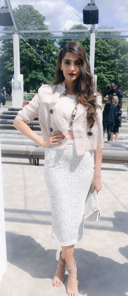 Sonam Kapoor,actress Sonam Kapoor,Sonam Kapoor at Burberry Menswear SS 2015,Burberry Menswear SS 2015 Presentation,Sonam Kapoor pics,Sonam Kapoor images,Sonam Kapoor stills,Sonam Kapoor photos