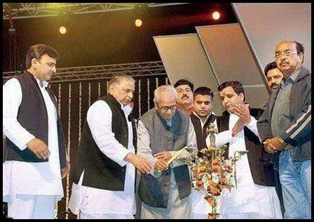 Akhilesh Yadav along with father Mulayam Singh Yadav inaugurating the Saifai Mahotsav 2012
