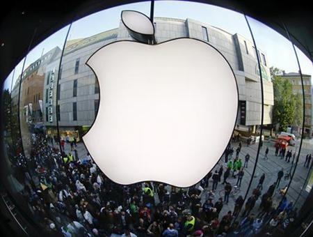 Apple's iPhone Reclaims Smartphone Lead in U.S. Market
