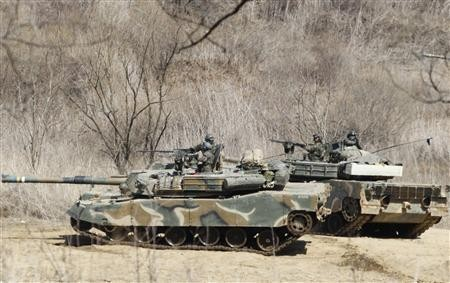 South Korean soldiers from an artillery unit participate in a military drill near the demilitarised zone separating North Korea from the South, in Paju, north of Seoul March 29, 2013.