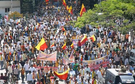 Karnataka Bandh Disrupts Normal Life In Bangalore,Karnataka Bandh,Mekedatu dam,Cauvery River,Karnataka Bandh against Tamil Nadu government,Vatal Nagaraj,Karnataka bandh 18 April,Autos strike,bangalore bandh,shutdown karnataka