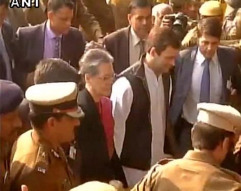 Sonia Gandhi Rahul Gandhi in court