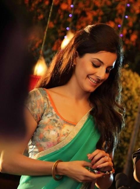Isha Talwar,Isha Talwar photos,Isha Talwar hot photos,thattathil marayathu actress,bangalore days