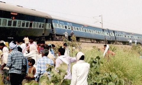 Muri Express derails in Uttar Pradesh,Muri Express,train accident,Sirathu station,Muri Express derails,Muri Express - 18102,Muri Express 18102
