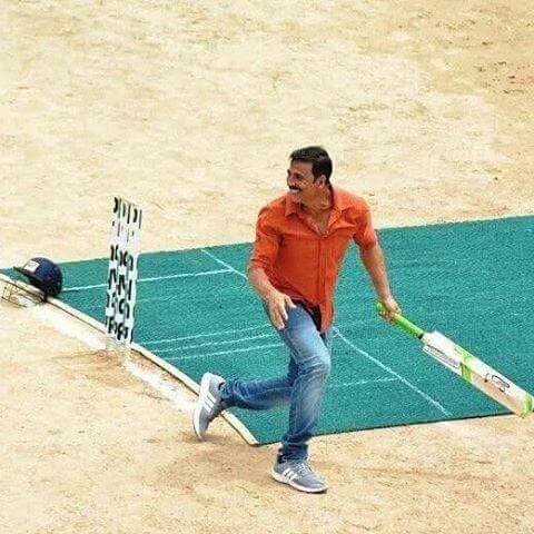 Akshay Kumar,Akshay Kumar plays cricket,Akshay Kumar plays cricket on Jolly LLB 2 Set,Akshay Kumar playing cricket,Akshay Kumar cricket,actor Akshay Kumar,Akshay Kumar on Jolly LLB 2 Set,Jolly LLB 2 Set,Jolly LLB 2,Akshay Kumar pics,Akshay Kumar images,Ak