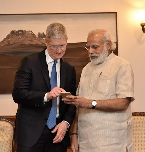 Narendra Modi,Apple CEO Tim Cook,Tim Cook,Tim Cook meets modi,CEO Tim Cook,Narendra Modi Mobile App,Narendra Modi App