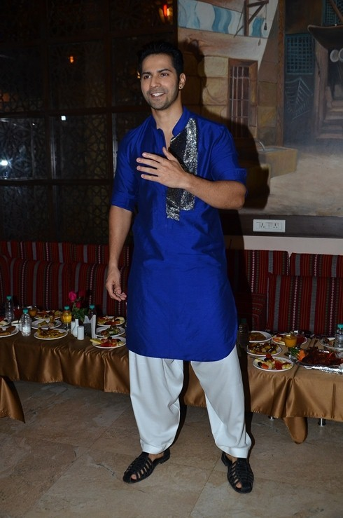 Varun Dhawan,Varun Dhawan relishes ramzan delicacies,Varun Dhawan tastes ramzan delicacies,Varun Dhawan ramzan,ramzan delicacies,ramzan foods,ramzan special,actor Varun Dhawan,Varun Dhawan pics,Varun Dhawan images,Varun Dhawan photos,Varun Dhawan stills,V