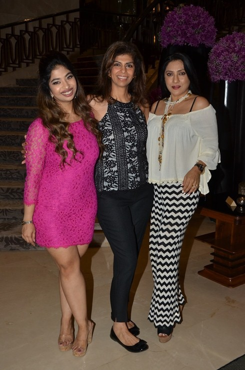 Nisha Jamwal,Shobhaa De,Ira Dubey,Tea Hosted at The Drawing Room,Anandita De,Avantikka Raju,Zeba Kohli
