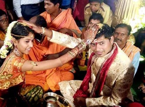 Singer Madhu Priya,Madhu Priya,Madhu Priya and Srikanth,Singer Madhu Priya wedding,Singer Madhu Priya marriage,Madhu Priya wedding,Madhu Priya marriage,Singer Madhu Priya weds Srikanth,Madhu Priya Marriage Pictures,Madhu Priya Marriage pics,Madhu Priya Ma