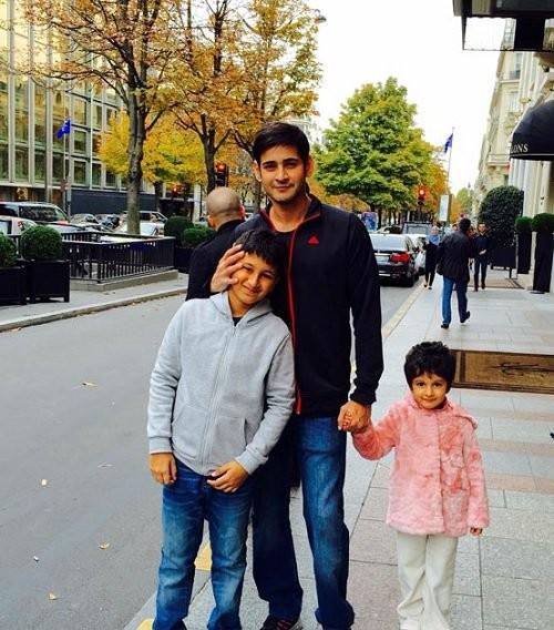Mahesh Babu,Mahesh Babu in Paris,Namrata Shirodkar,Sitara,Gautham,Mahesh Babu family holiday in Paris,Mahesh Babu's family holiday in Paris,Mahesh Babu holiday in Paris,Brahmotsavam