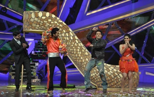 Salman Khan dancing  with the contestant