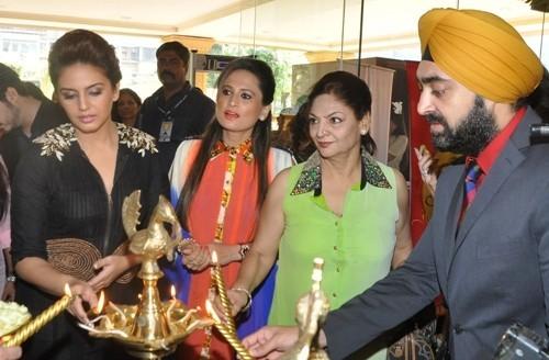 Huma Qureshi, Bulbeer Gandhi  and Manish Gandhi at Shagun 2014