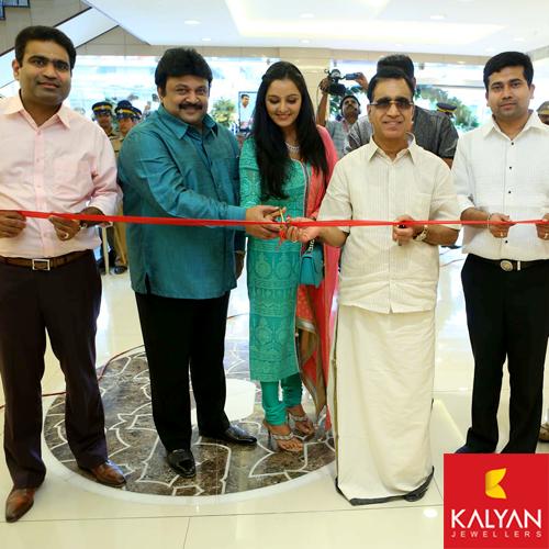 Prabhu, Manju Warrier and T S Kalyanaraman inaugurating Kalyan Jewellers showroom in Kerala.