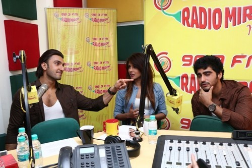 Priyanka Chopra, Ranveer Singh And Arjun Kapoor Promote 'Gunday' At Radio Mirchi