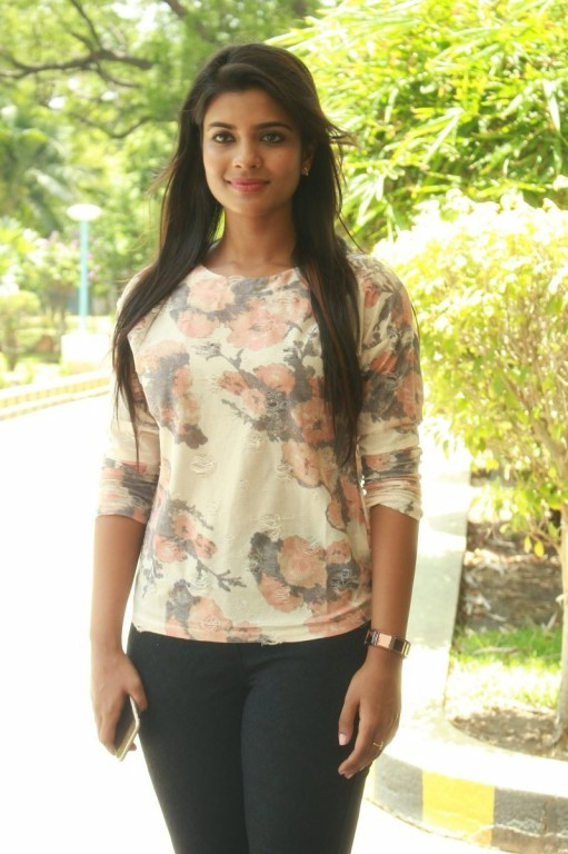 Aishwarya Rajesh Latest Stills,Aishwarya Rajesh,actress Aishwarya Rajesh,Aishwarya Rajesh pics,Aishwarya Rajesh images,Aishwarya Rajesh photos,Aishwarya Rajesh stills,Aishwarya Rajesh pictures,hot Aishwarya Rajesh,Aishwarya Rajesh hot pics,hot pics,actres