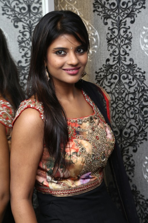 Aishwarya Rajesh New Stills Photos Images Gallery 22499