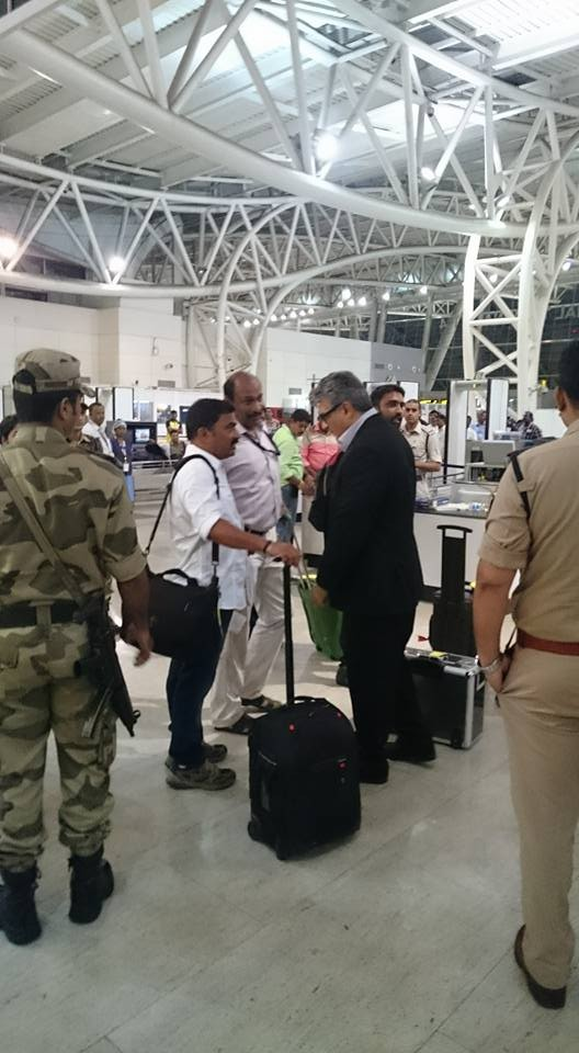 Thala Ajith spotted at Chennai Airport,Ajith spotted at Chennai Airport,Ajith at Chennai Airport,Ajith spotted at Airport,Thala Ajith,Ajith latest pics,Ajith latest images,Ajith latest photos,Ajith latest stills,Ajith latest pictures