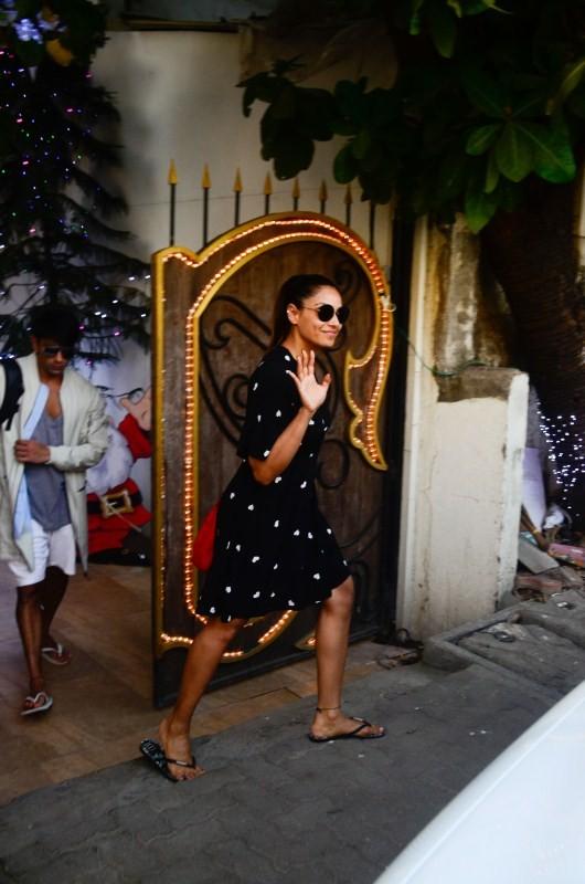 Bipasha Basu and Karan Singh Grover,Bipasha Basu,Karan Singh Grover,Bipasha Basu spotted outside a Spa Salon,Karan Singh Grover spotted outside a Spa Salon