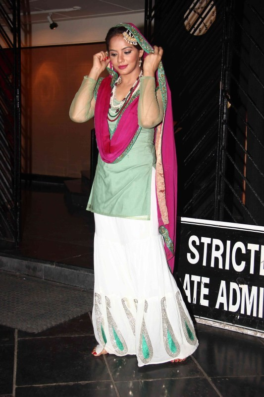 Huma Qureshi watches Neetu Chandra's play Umrao Jaan at Prithvi Theatre,Huma Qureshi,actress Huma Qureshi,Neetu Chandra,Neetu Chandra's play Umrao Jaan,Umrao Jaan,Umrao Jaan special screening,Umrao Jaan movie pics,Umrao Jaan movie images,Prithvi Theatre