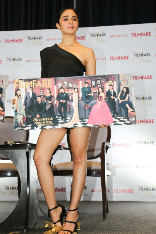 Alia Bhatt,actress Alia Bhatt,Alia Bhatt unveils Filmfare,Alia Bhatt unveils latest issue of Filmfare,Alia Bhatt hot pics,Alia Bhatt hot images,Alia Bhatt hot photos,Alia Bhatt hot stills,Alia Bhatt hot pictures